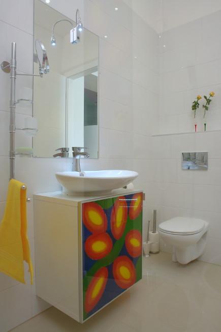 color block decor - bath in white minimalist color block apartment in Budapest - Margeza via Atticmag
