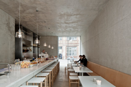 where architects live - canteen on the ground floor of David Chipperfield's home - photo by Ute Zscharnt - Where Architects Live via Atticmag