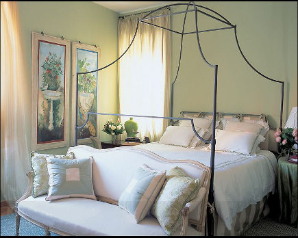 minimalist home decor - Italian iron canopy bed - Branca via Atticmag