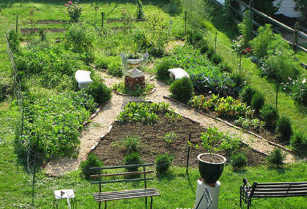 kitchen gardens - diagonal plan potager with a center feature - cokuke via Atticmag