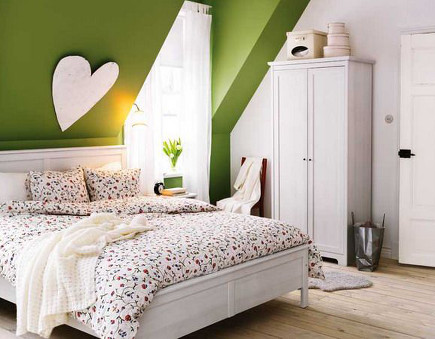 attic bedroom accent wall - bedroom with green painted wall and dormers - elle.es via atticmag