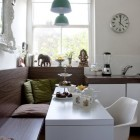 Wood grain contemporary kitchen banquette - rylandpeters via Atticmag