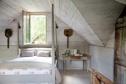 Guest bedroom of an antebellum Georgia dogtrot house - gardenandgun via atticmag