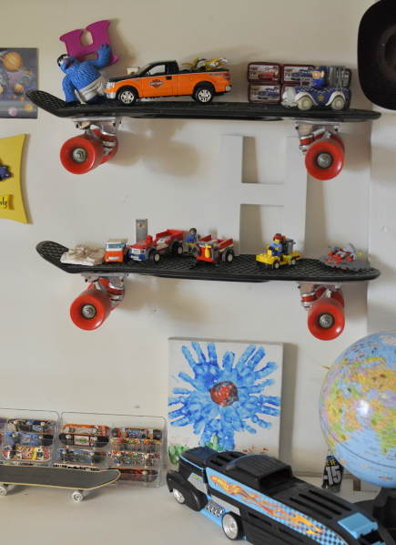 kids room decor - skateboard shelves - beafunmum via atticmag