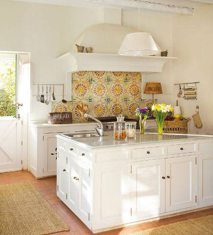 updating white kitchens - classic white kitchen with patterned Spanish style backsplash - el meuble via atticmag