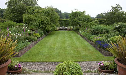 long barn gardens - bordered lawn with Luytens bench - period living via atticmag