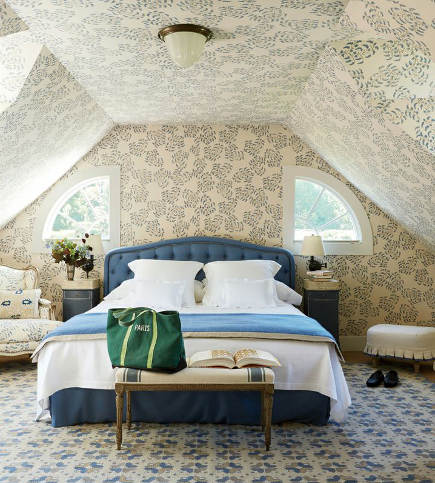 attic guest room - blue and white guest room in the Locust Valley, NY home of Emilia Fanjul Pfeifler - Vogue via Atticmag
