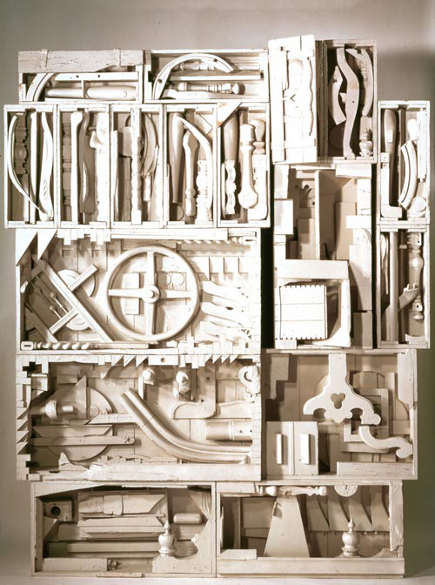 Louise Nevelson's Dawn's Wedding Chapel IV sculpture, 1959-60, painted wood - Pace Wildenstein Gallery via Atticmag