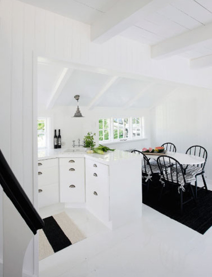 coastal cottage - white galley kitchen and dining room in a Gileleje style Danish coastal cottage - femina.dk via atticmag