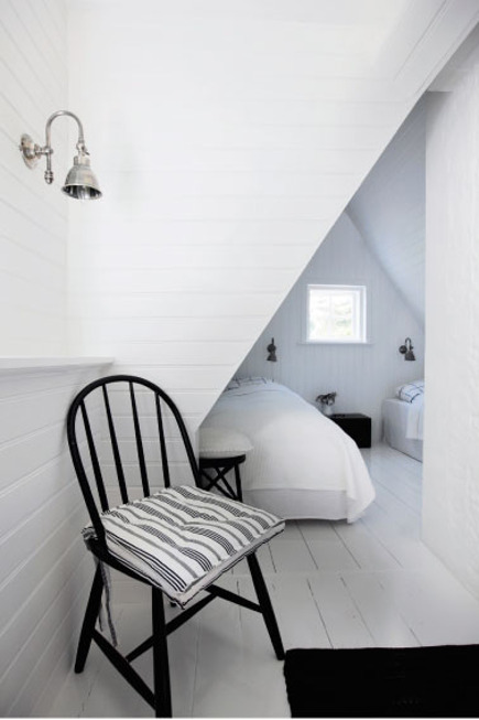 coastal cottage - bedroom nooks upstairs in a black and white Gileleje style Danish coastal cottage - femina.dk via atticmag