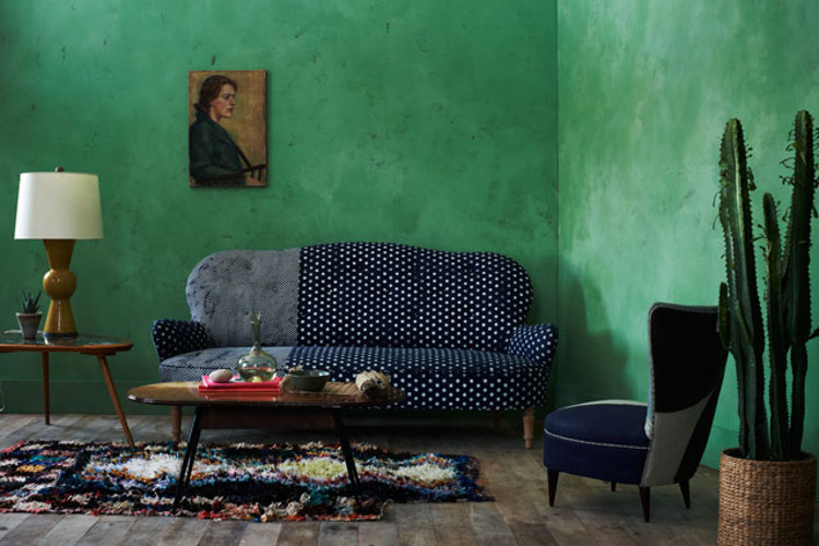 emerald green walls - green Venetian plaster walls in a concept living room with a cobalt sofa - Anthropologie.eu via Atticmag