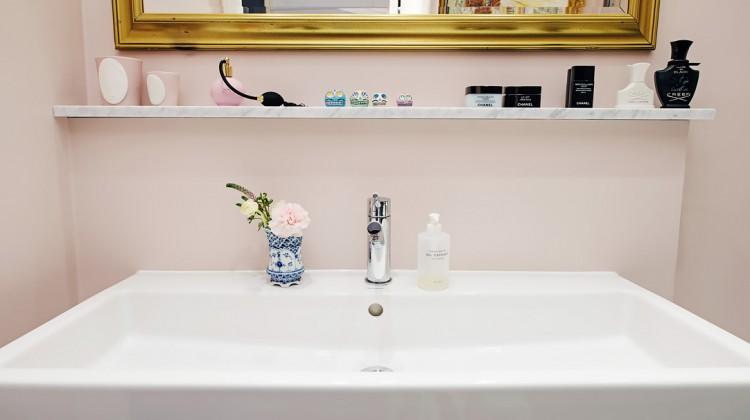 modern pink bathroom - pale pink master bath with Duravit console sink in a Swedish loft apartment - AlvhemMakleri.se via Atticmag