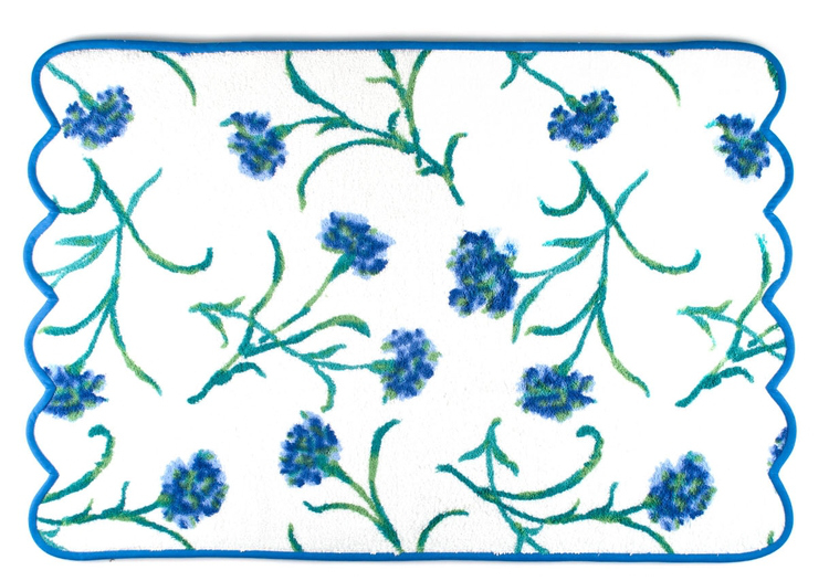 buying bath towels - Blue Carnation printed, scalloped edge bath towels - D. Porthault via Atticmag