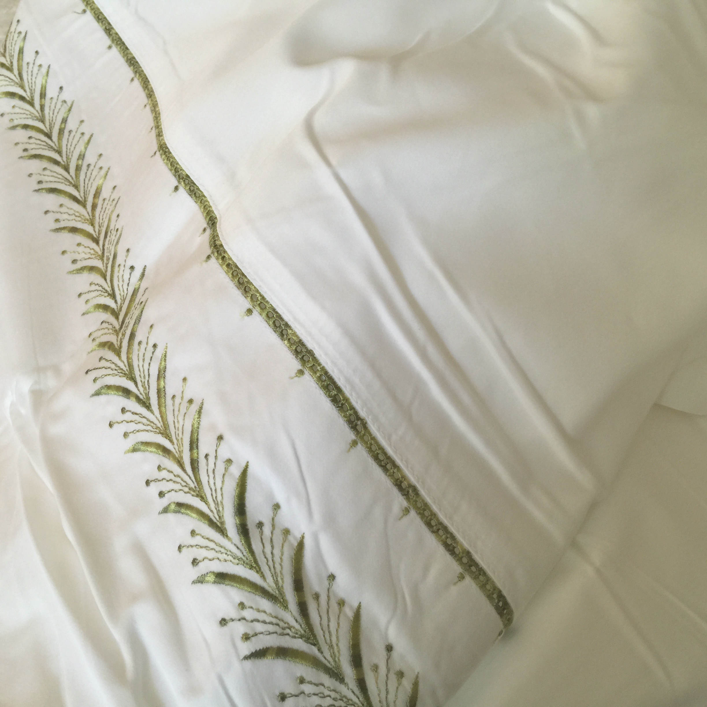 buying bed sheets - detail before washing of perfectlinens.com second skin fern green 400 thread count sateen king bed sheet set - Atticmag