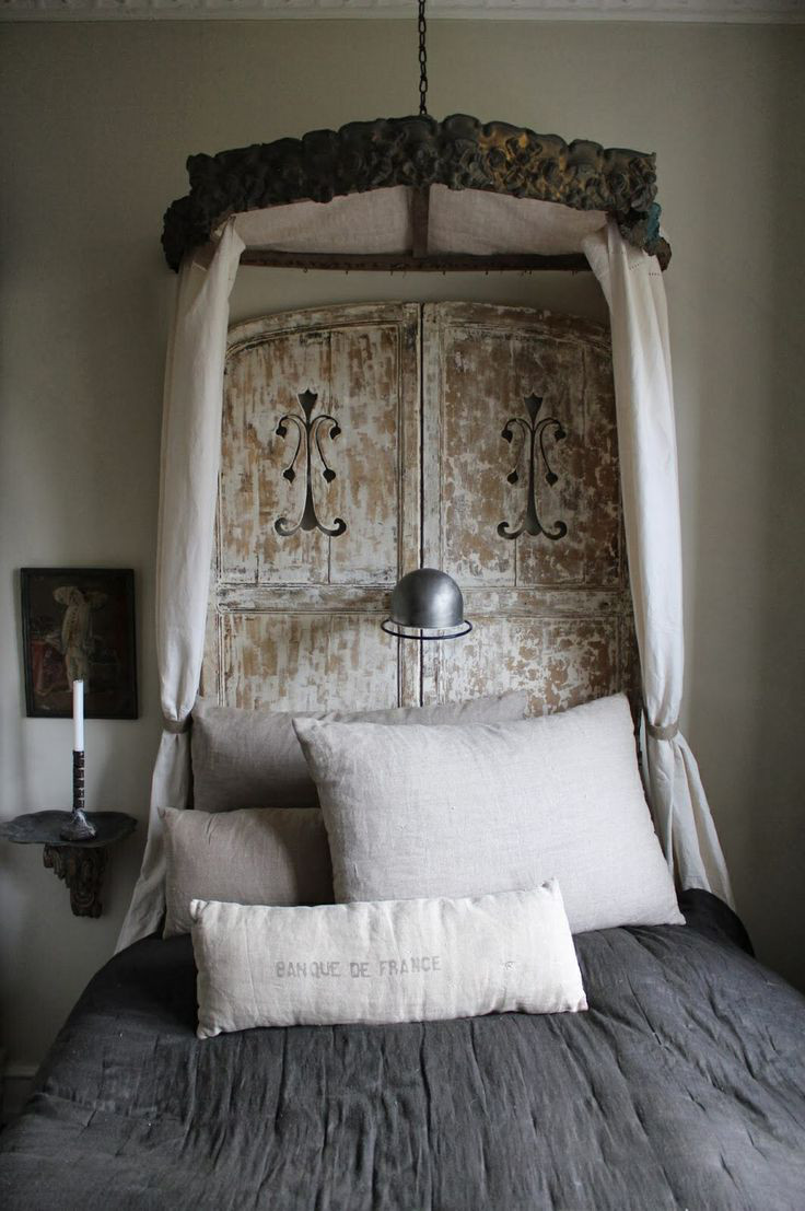 draped canopy beds - Contemporary lit a la Polonaise created from vintage artifacts and natural linen - K&Co via Atticmag