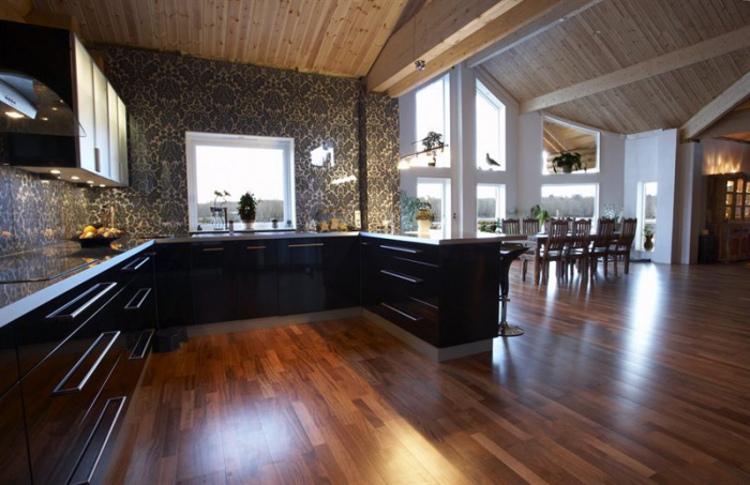 damask tile - large scale damask pattern tile backsplash in a Swedish log home - bolli.se via Atticmag