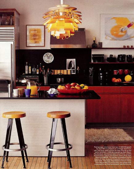 mid-century furniture - mid-kitchen by Joe d'Urso with Prouve stools at a kitchen eating bar - Elle Decor via Atticmag