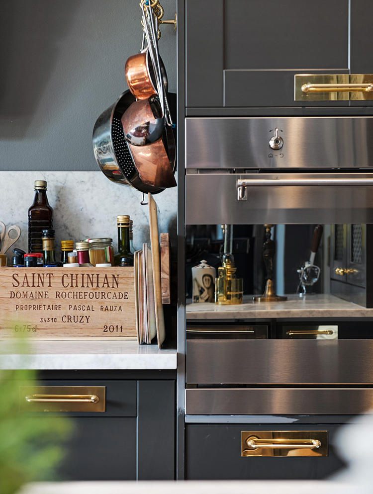 loft kitchen - Smeg Classic Aesthetic wall oven in a dark gray Swedish loft kitchen - AlvhemMakleri.se via Atticmag