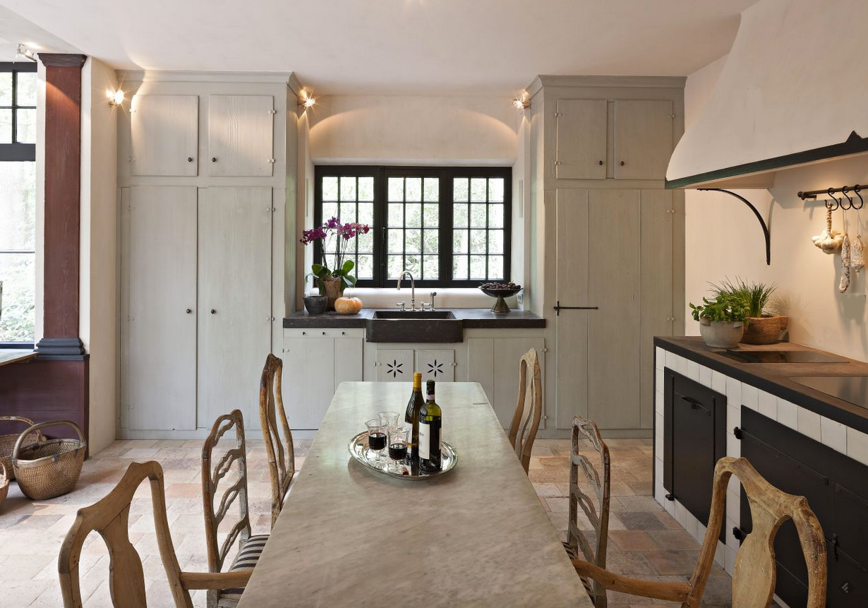 belgian kitchens - off-white kitchen with black accents and a natural wood dining chairs - Joris van Apers via Atticmag