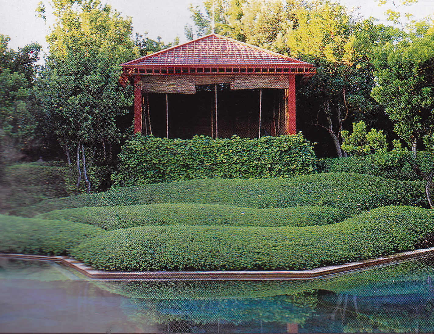 fernando caruncho - Kiosk behind the pool in Fernando Caruncho's home garden - telegraph.co.uk via atticmag