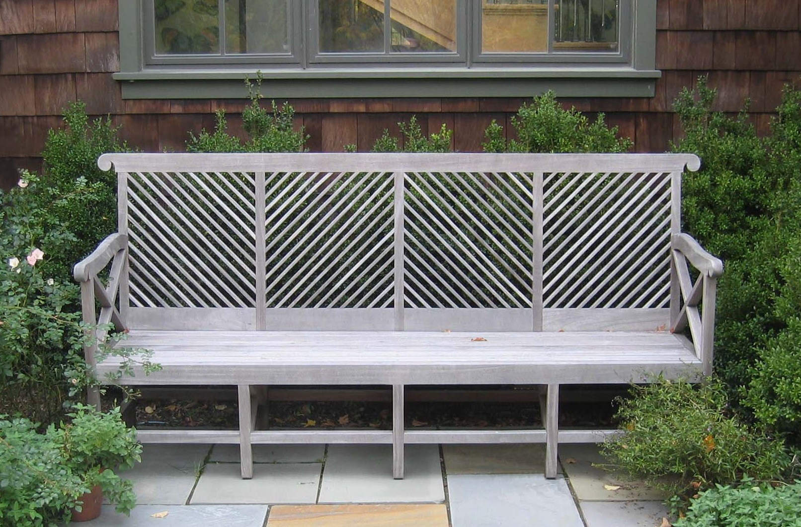 garden bench - Almodington bench in gray - Munder Skiles via Atticmag