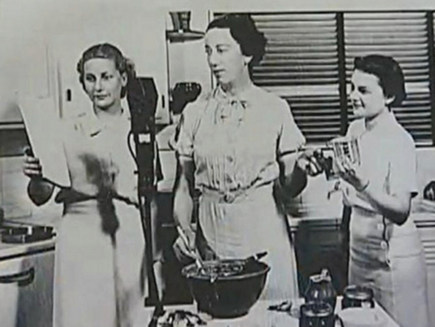 Agnes White broadcasting on the radio as Betty Crocker - via Atticmag
