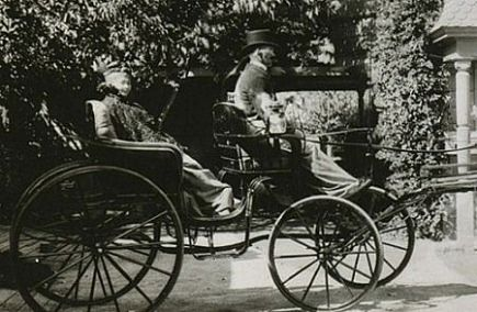 winchester house - Winchester rifle heiress Sarah Winchester - via Atticmag