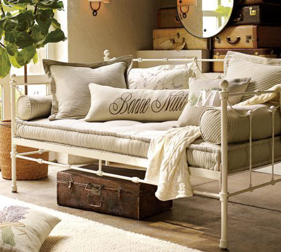French mattress - Savannah metal daybed with French mattress - Pottery Barn via Atticmag