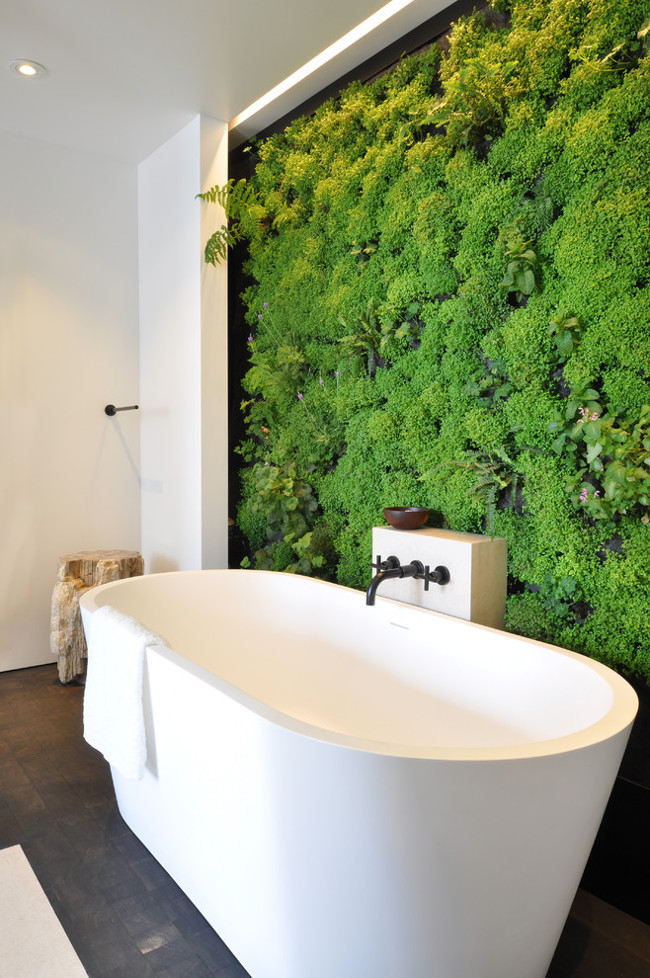 green bathrooms - white contemporary bath with living plant wall - freshome via Atticmag