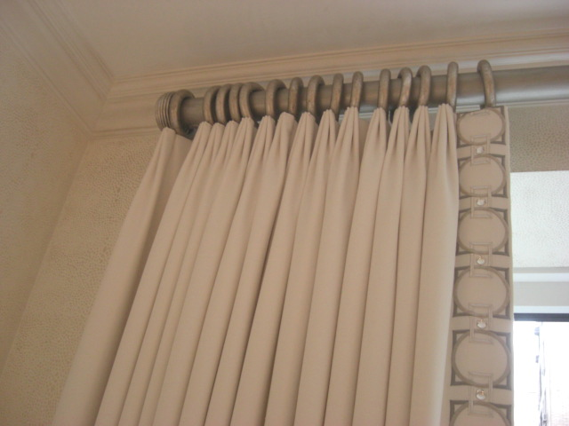 inspired design showhouse - Greco-roman detail draperies by Cullman & Kravis in the master bedroom - Atticmag