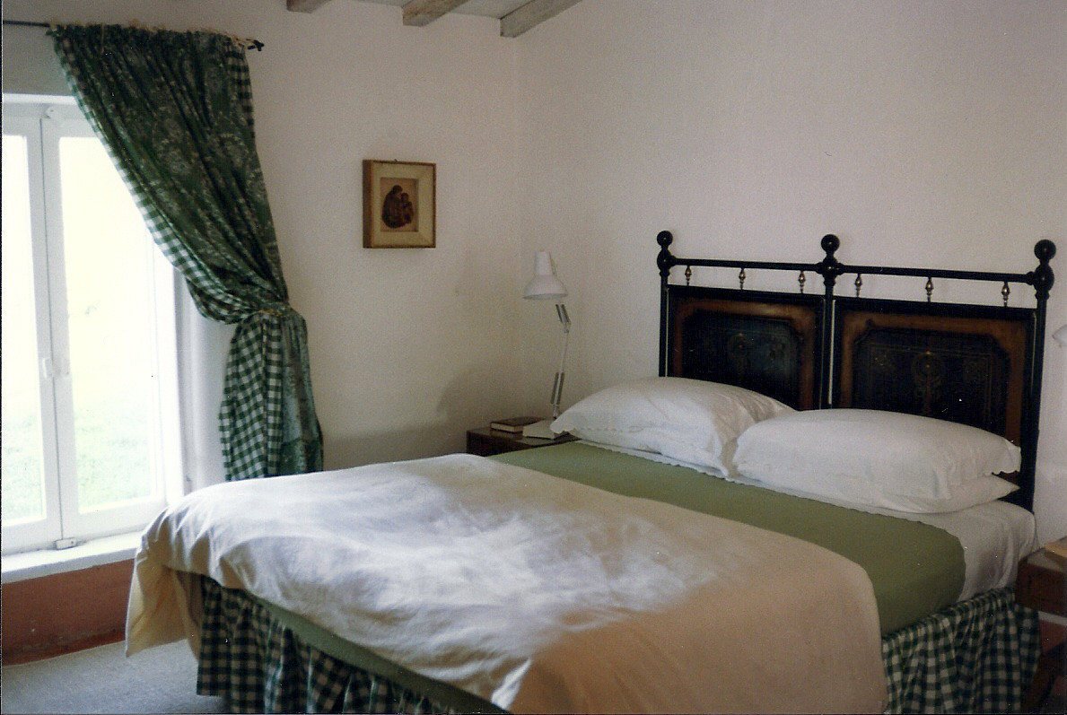 Tuscan villa - green guest bedroom with black tole antique double bed - Atticmag