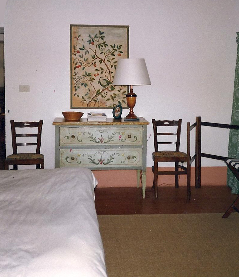 Tuscan villa - antique furnishings in the guest bedroom - Atticmag