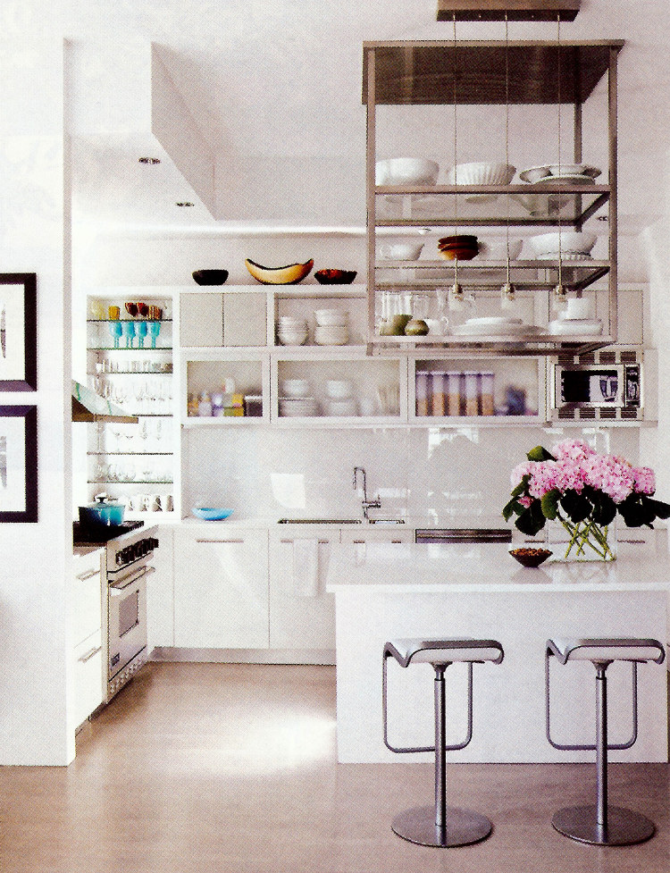celebrity kitchens - Juilianna Margulies modern white NY loft kitchen by Vicente Wolf - AD via Atticmag