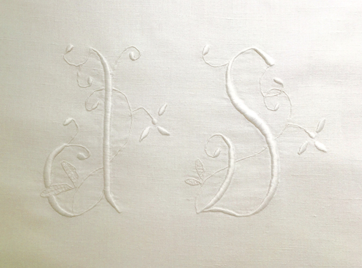 monogrammed slipcovers - monogram on a vintage French métis sheet purchased on ebay - Atticmag
