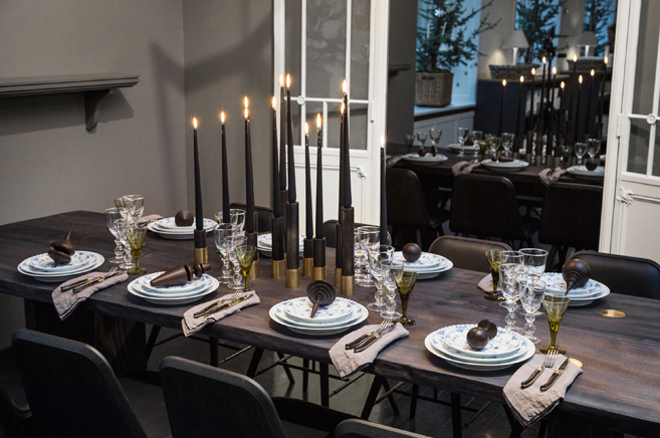 modern Christmas - Space Copenhagen's dark architectural table with Blue Fluted Lace pattern dishes - Royal Copenhagen via Atticmag