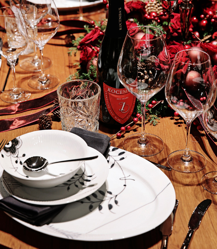 2014 Royal Copenhagen Christmas Seal Tables - Dancer Thomas Evers Poulsen's round table set with Black Fluted Mega porcelain - Royal Copenhagen via Atticmag