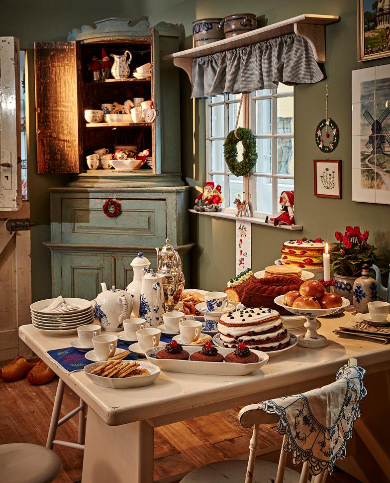 Royal Copenhagen 2015 Christmas - South Jutland cake table by Bodil Jørgensen with White Fluted Half Lace china - Royal Copenhagen via Atticmag