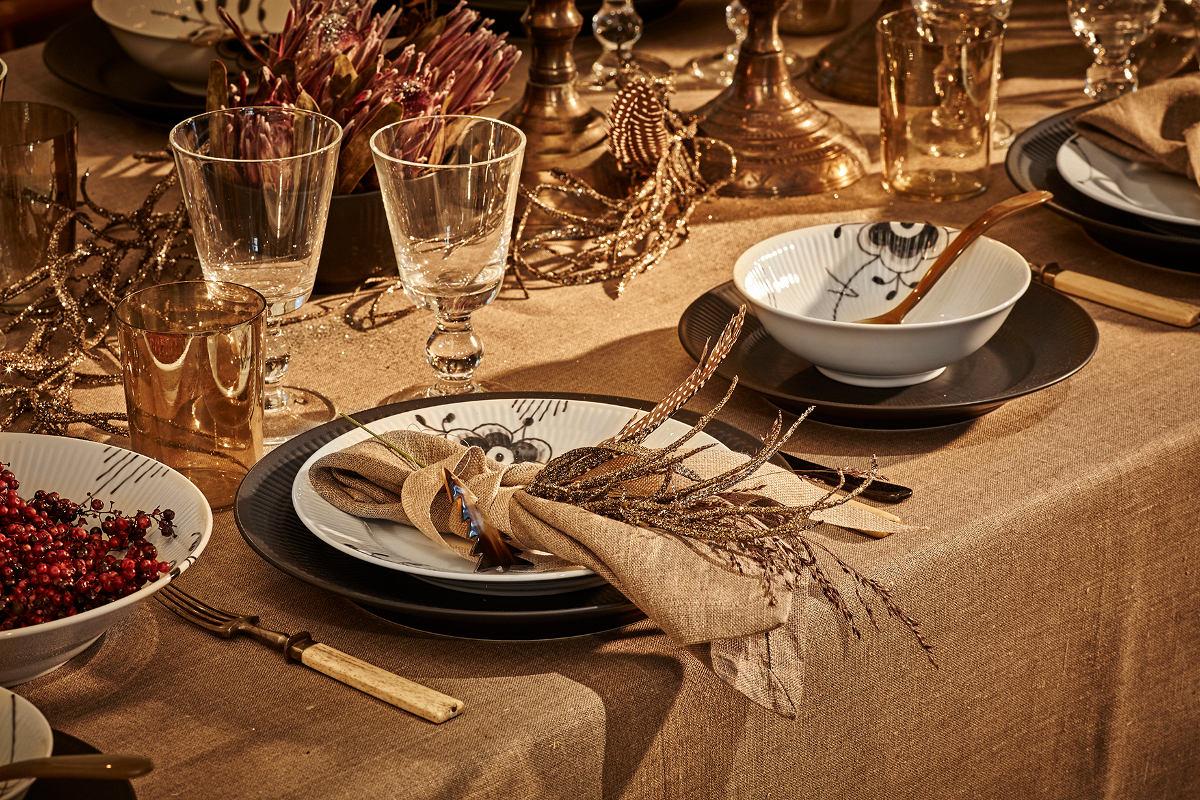 Royal Copenhagen 2015 Christmas - Out of Africa Christmas table by Kirsten Lehfeldt using Black Fluted Mega china - Royal Copenhagen via Atticmag