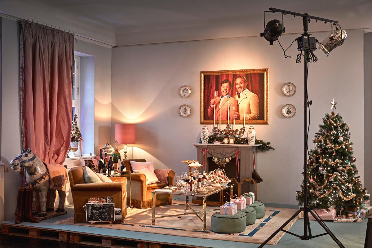 Royal Copenhagen 2015 Christmas - Gilded Christmas living room by Martin Buch and Rasmus Botoft aka the snobs with Flora Danica porcelain - Royal Copenhagen via Atticmag