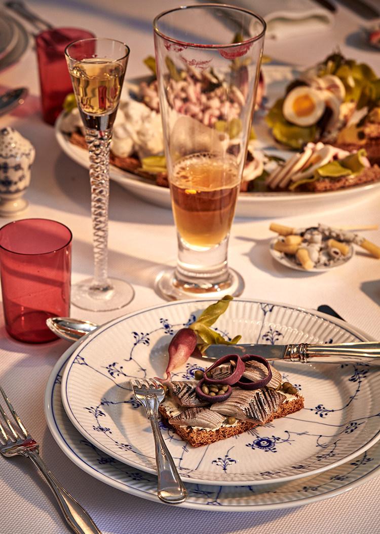 Royal Copenhagen 2015 Christmas - Old Copehagen tavern table by Peter Frödin with Blue Fluted china - Royal Copenhagen via Atticmag