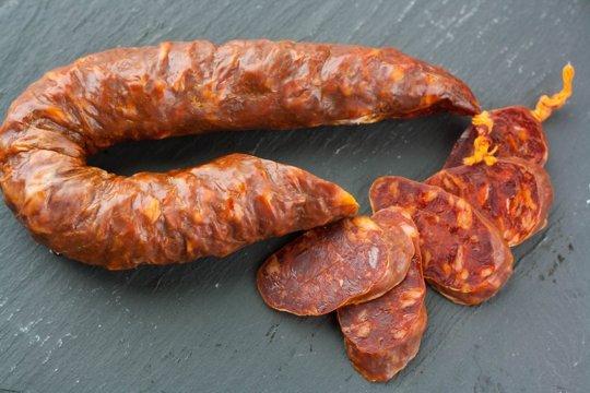 arroz con pollo - Spanish dried chorizo sausage seasoned with smoky paprika - The Kitchn via Atticmag