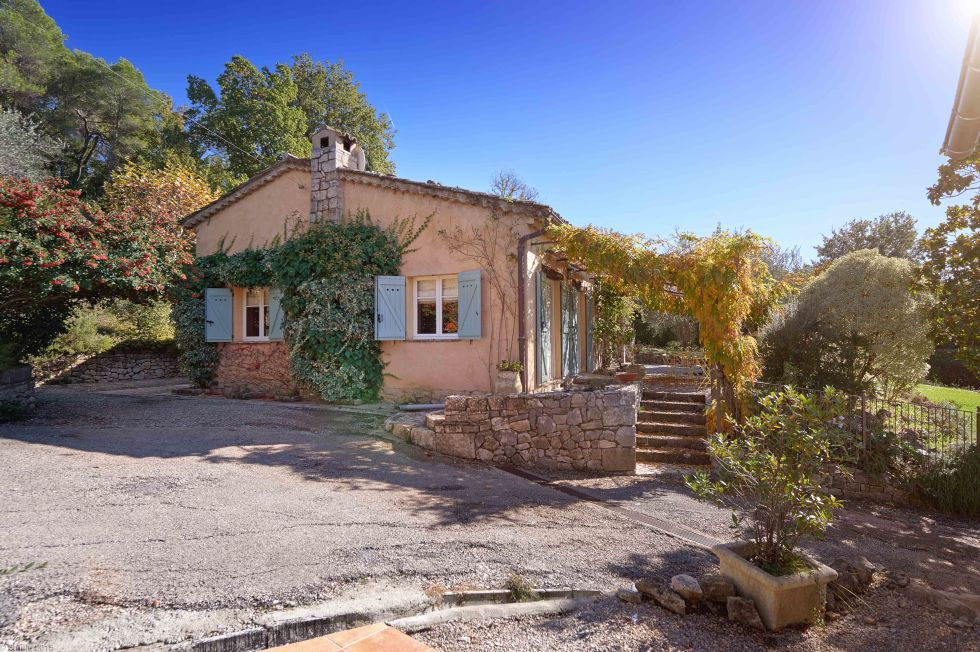 Julia Child - exterior view of the pink stucco French provincial house built by Julia Child in the South of France - Sotheby's via Atticmag