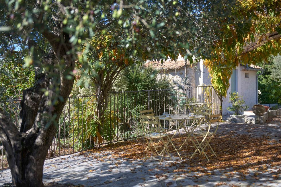 Julia Child - terrace on the side of La Pitchoune, Julia Child's house in the south of France - Sotheby's via Atticmag