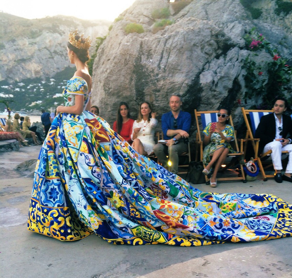 Dolce & Gabbana refrigerators - motifs from Italian ceramics on a 2014 alta moda Dolce & Gabbana ball gown - secondcitystyle.com via Atticmag