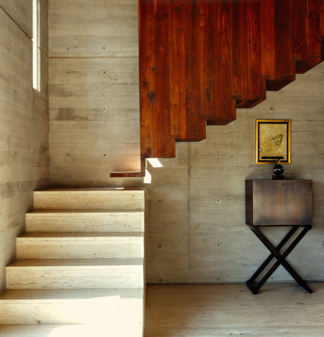 modern staircases - combination cast concrete and wood staircase by Alberto Kalach for a house in Mexico - ad.ru via Atticmag