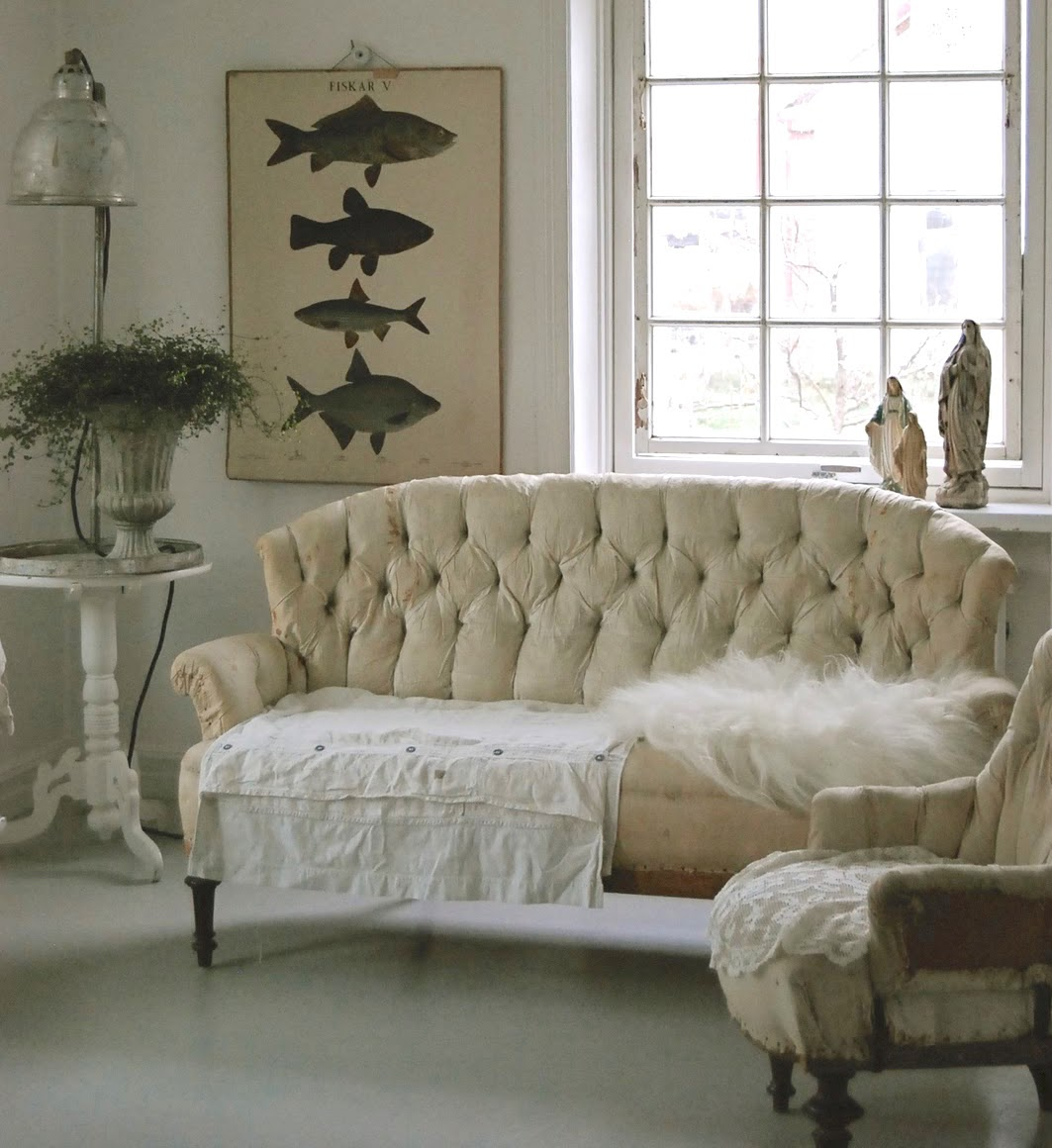 statement sofas - vintage Swedish tufted sofa stripped to the calico - hviturlakkris.blogspot.com via Atticmag