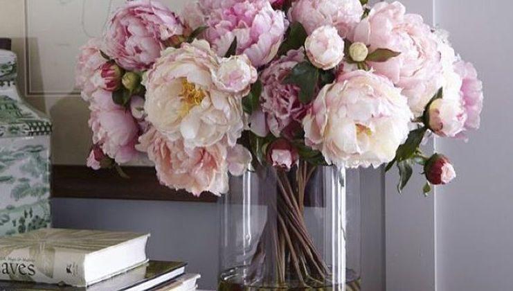peony pink - vase of pink peony flowers - Pinterest via Atticmag
