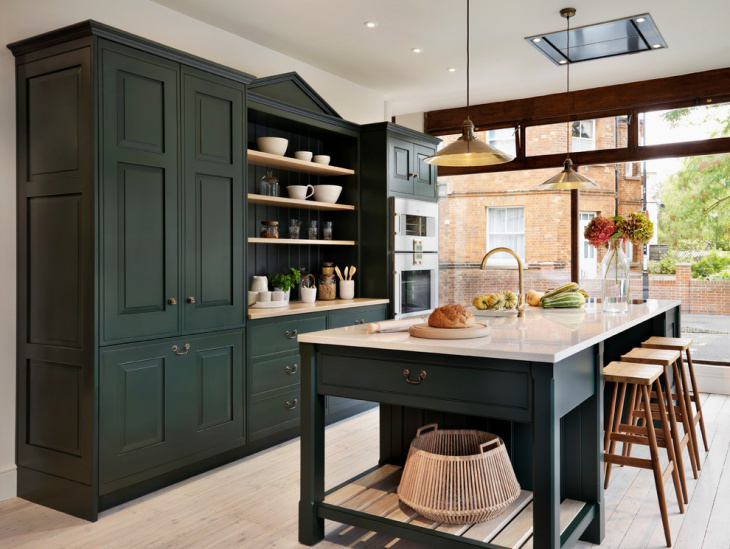 dark green kitchens - Teddy Edwards Brooklands kitchen - Teddy Edwards via Atticmag