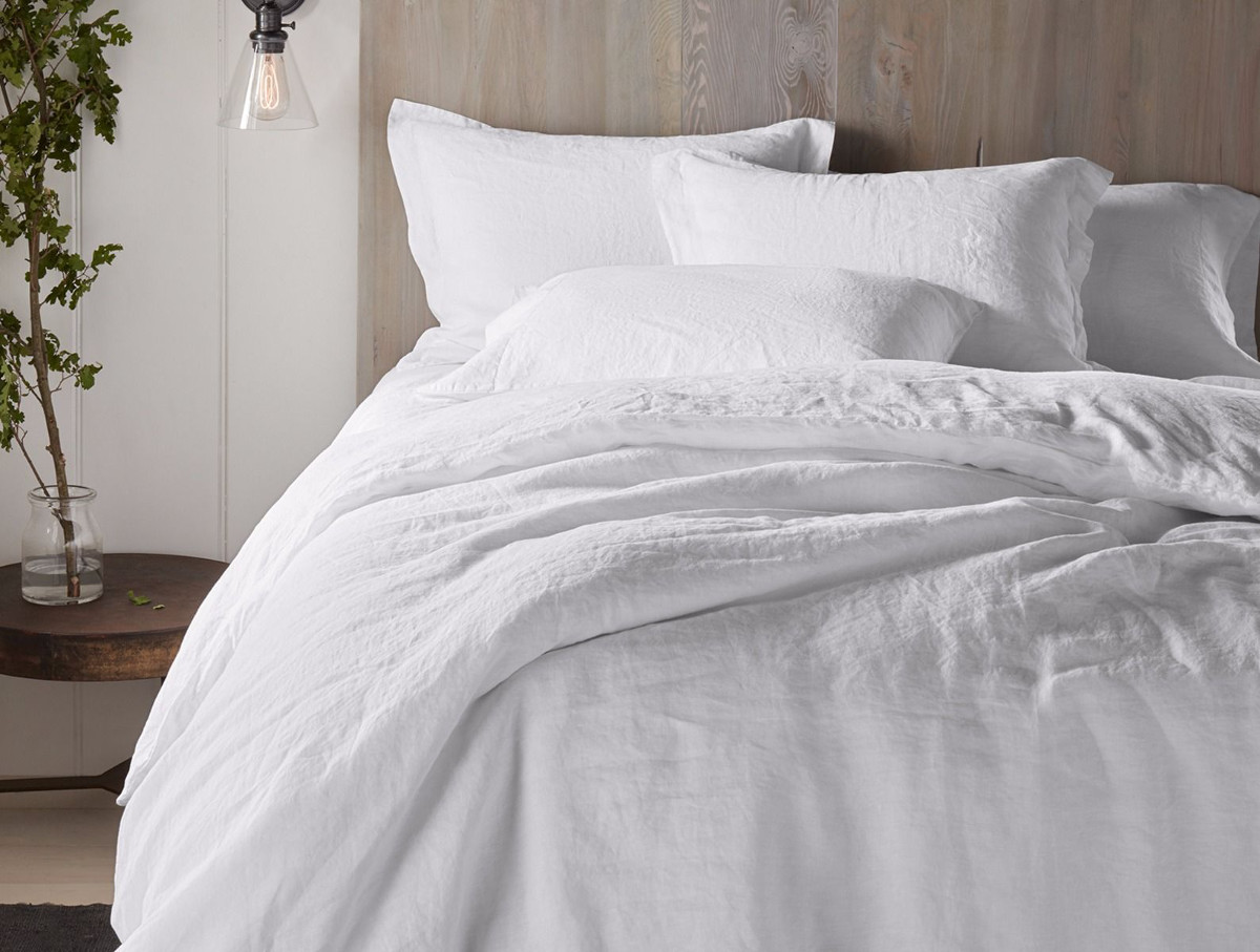 linen bed sheets - organic linen sheets made of French flax in Portugal - Coyuchi via Atticmag