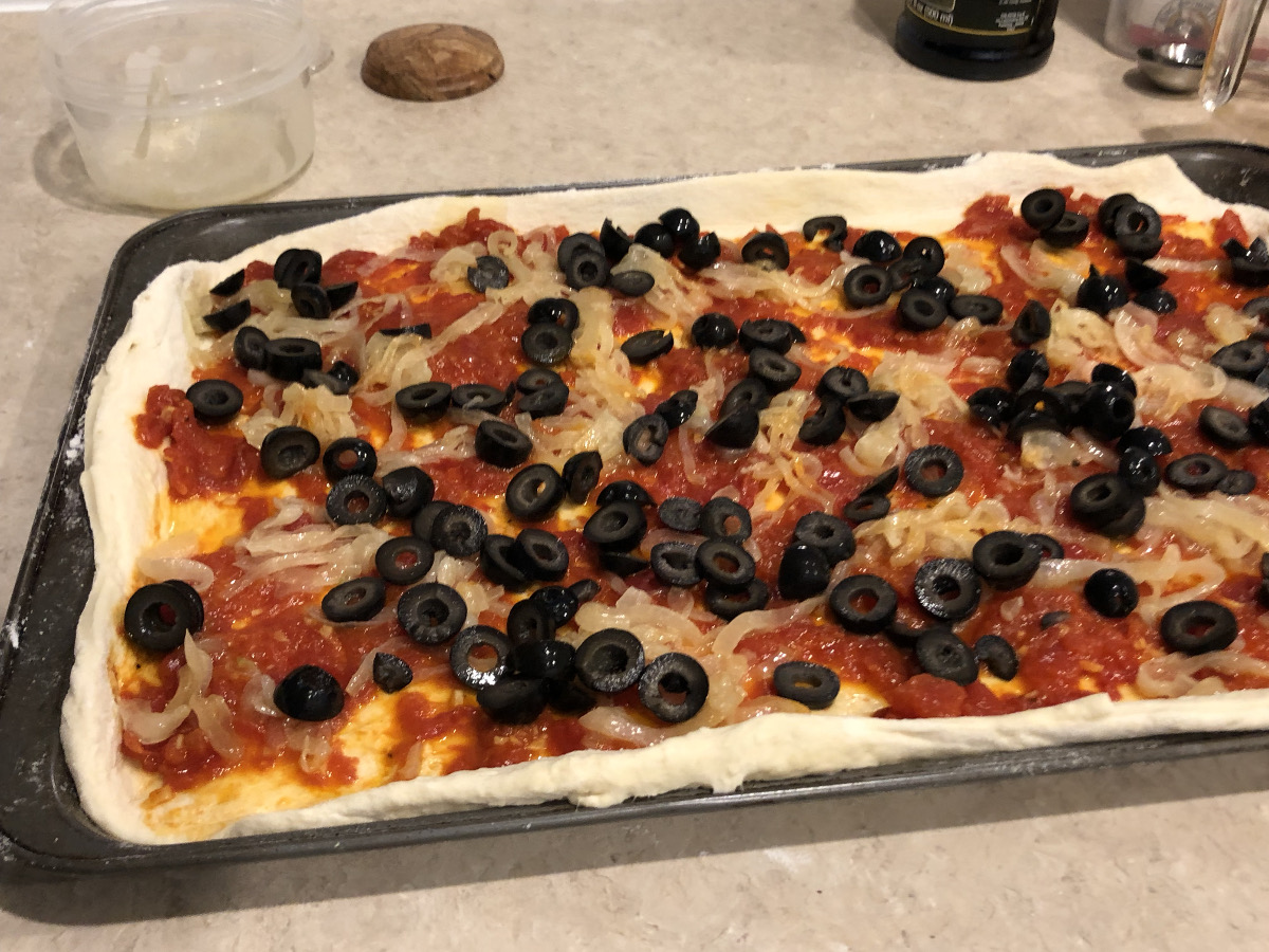 summer pizza - sliced black olives on top of the summer pizza - Atticmag